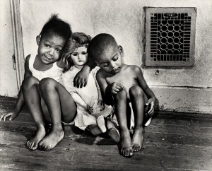 houston-press-gordon-parks-children-with-doll-washington-dc
