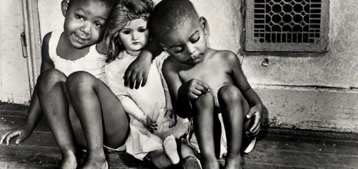 houston-press-gordon-parks-children-with-doll-washington-dc